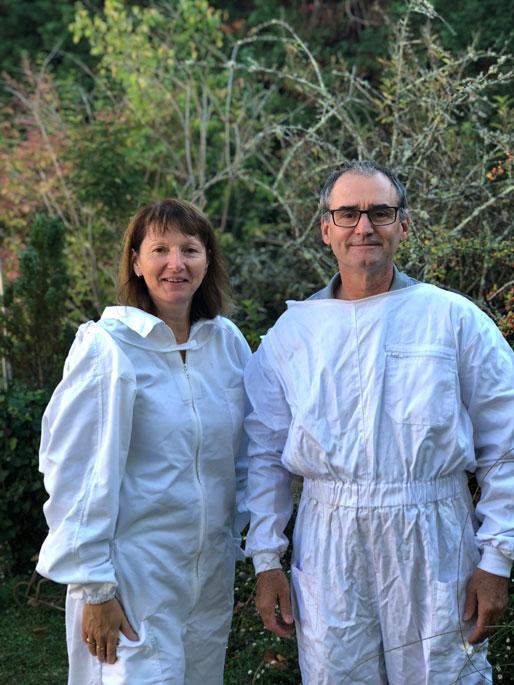 Un rucher à Astaffort : un couple d'apiculteur lot et garonnais